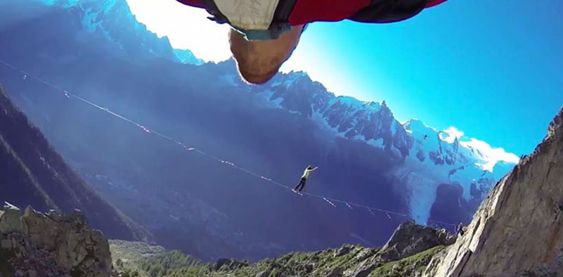 Wingsuit vs Highline