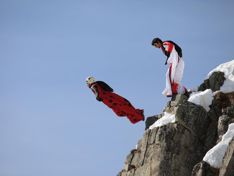 Départ de saut en wingsuit